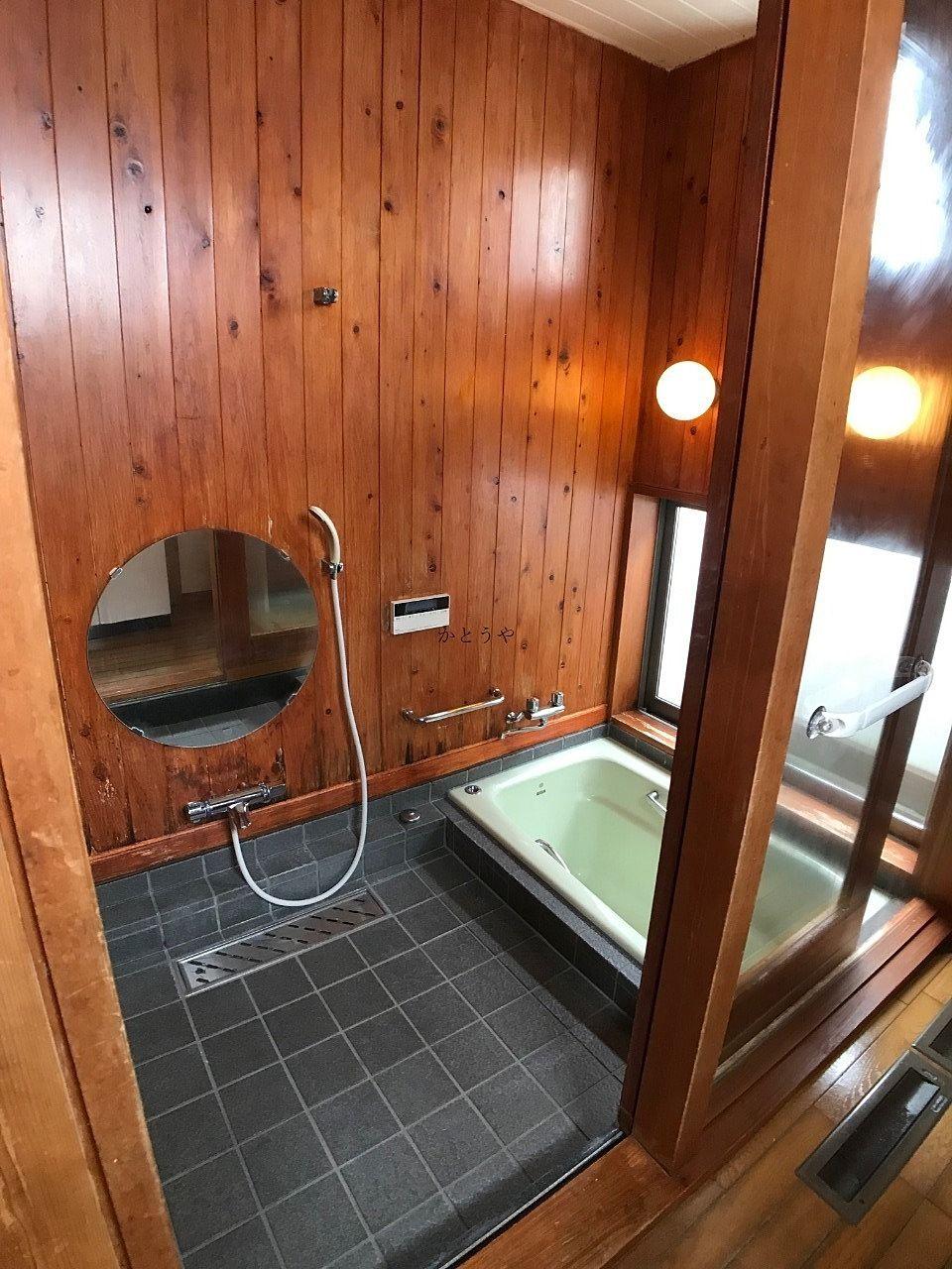 三輪野山一丁目戸建の浴室です。