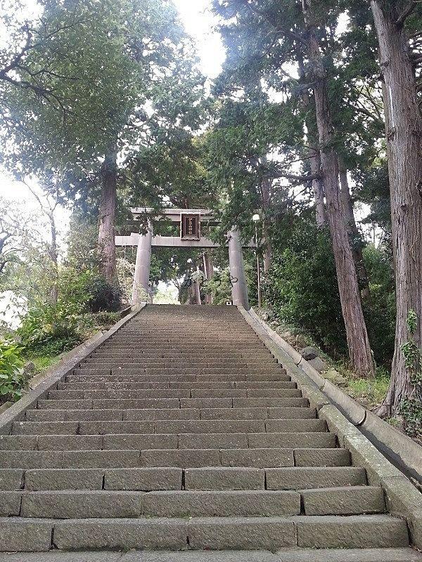 伊豆山神社の境内のご紹介です。