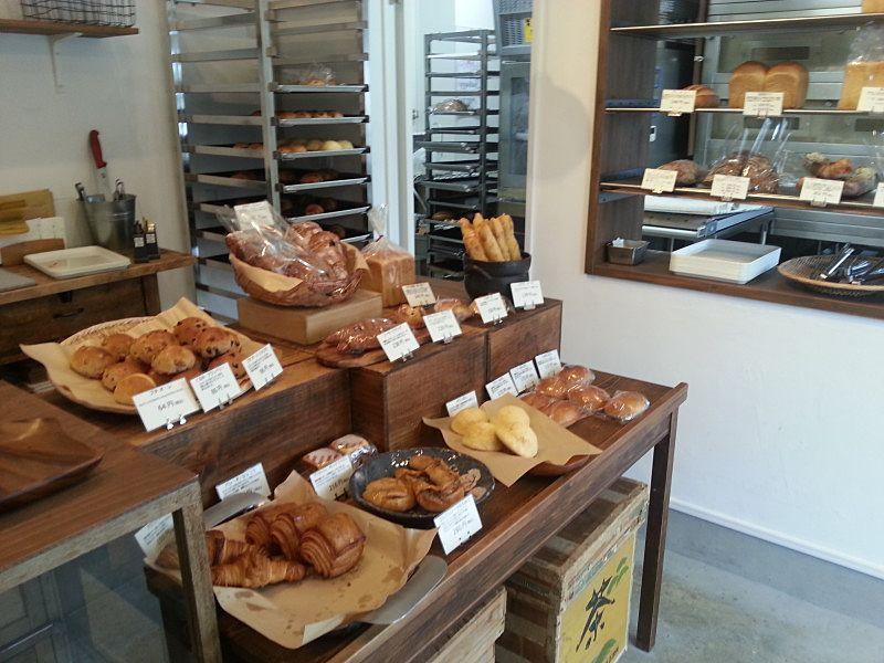央製パン堂、店内の陳列されているパンの写真です。