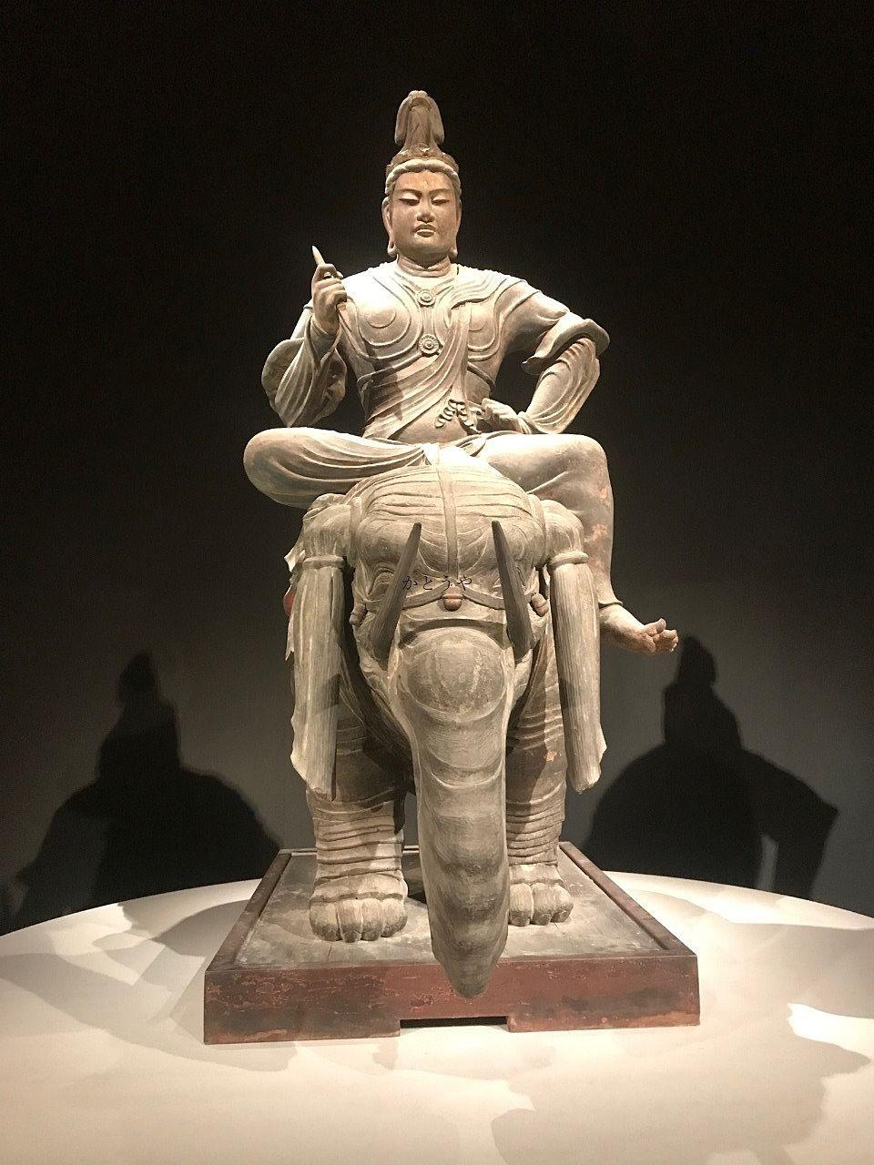 東寺の国宝である帝釈天騎象像です。こちらの仏像だけは写真撮影オッケーでした。