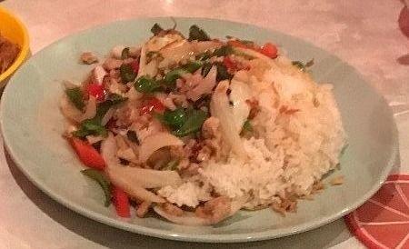 初めていただきました!ガパオライスです。ガパオライスは、タイの定番料理です。