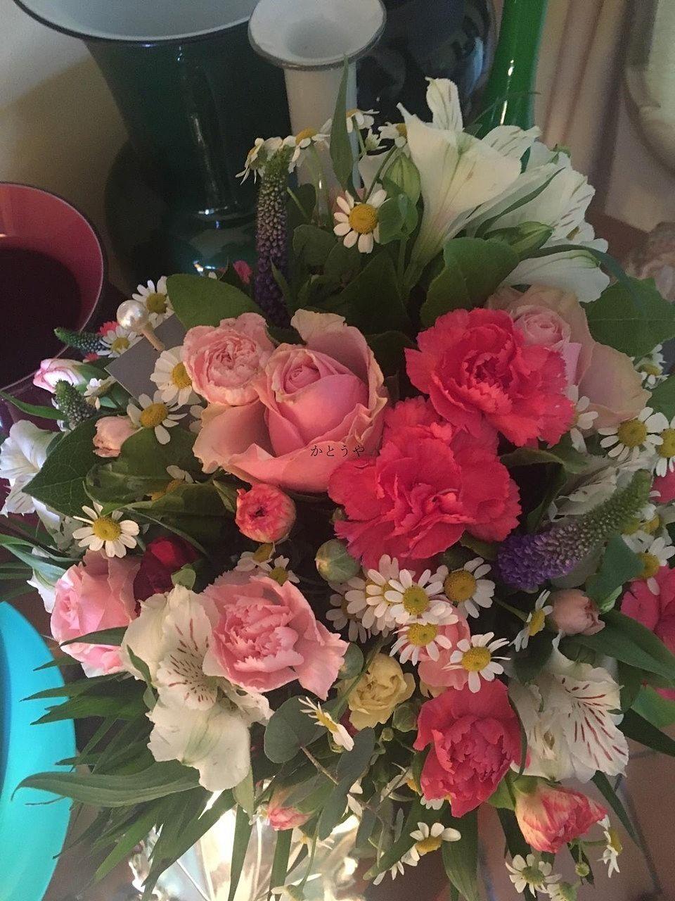 ホストマザーが送ってくれた母の日のお花の写真です。カーネーションいっぱいです。