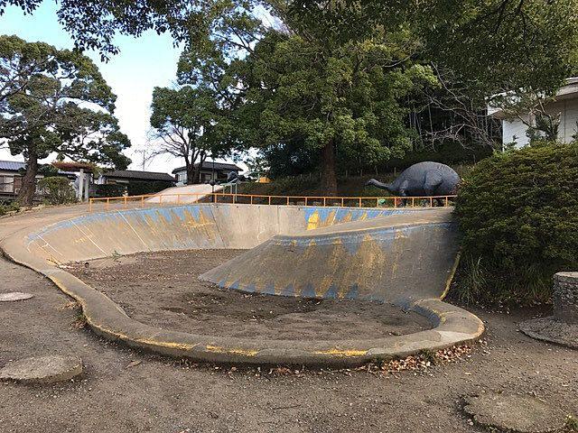 野々下の怪獣公園の砂場。子どもの頃、よく蟻地獄ごっこをしていました