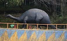 流山市野々下の怪獣公園にいるブラキオサウルス