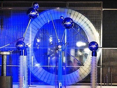 静電気を使った実験教室が東武公民館で行われます。