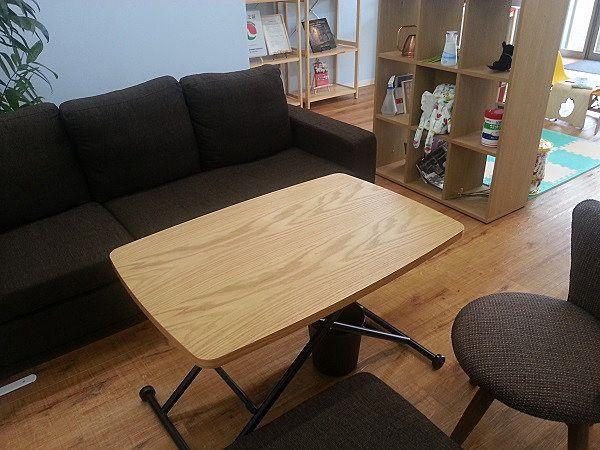こちらはセントラルパーク不動産店内のソファです