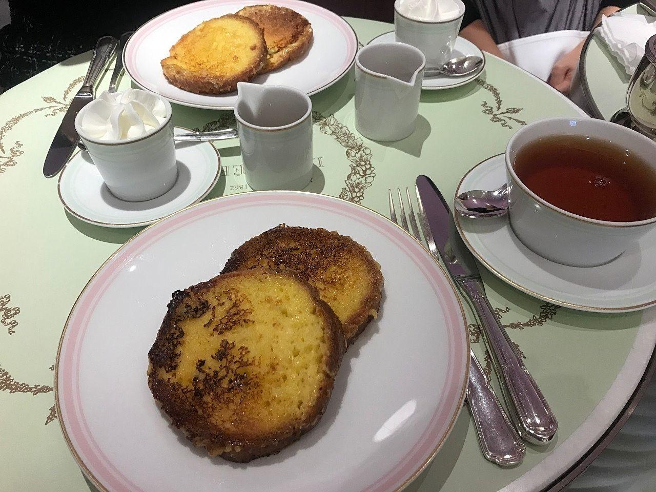 青山にあるラデュレのサロンドテで朝食をしてきました。