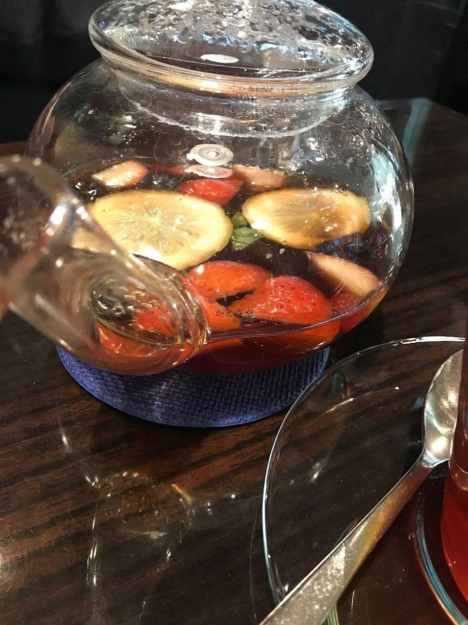 程よい酸味と甘みを楽しむことができるオスロコーヒーさんのフルーツティーです