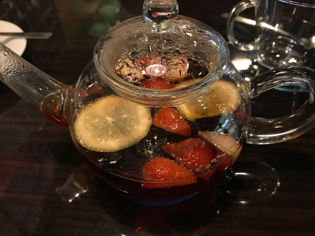 食事後ちょっと口寂しくても、オスロコーヒーさんのフルーツティーは満足度が高いのでこれで我慢できます。