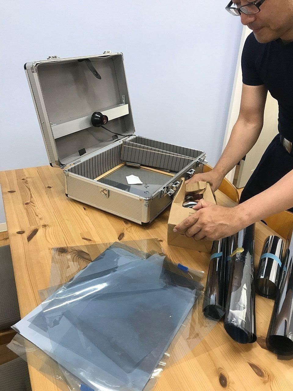 遮熱フィルムがどのくらい効果があるのか実験する道具です