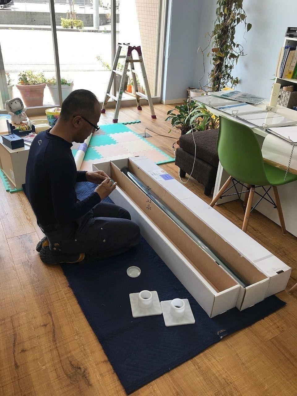 野田市の窓ガラスフィルム施工業者WORKSZEROさんのご紹介です。丁寧にシートの準備をして下さいます。