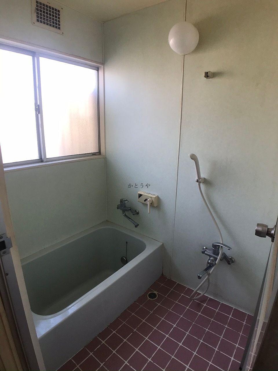 古いですが、清潔なバスルームです