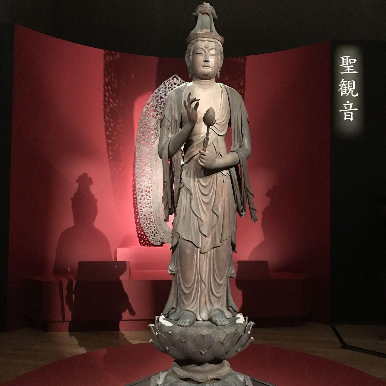 この仏像だけ写真を撮ることができます。