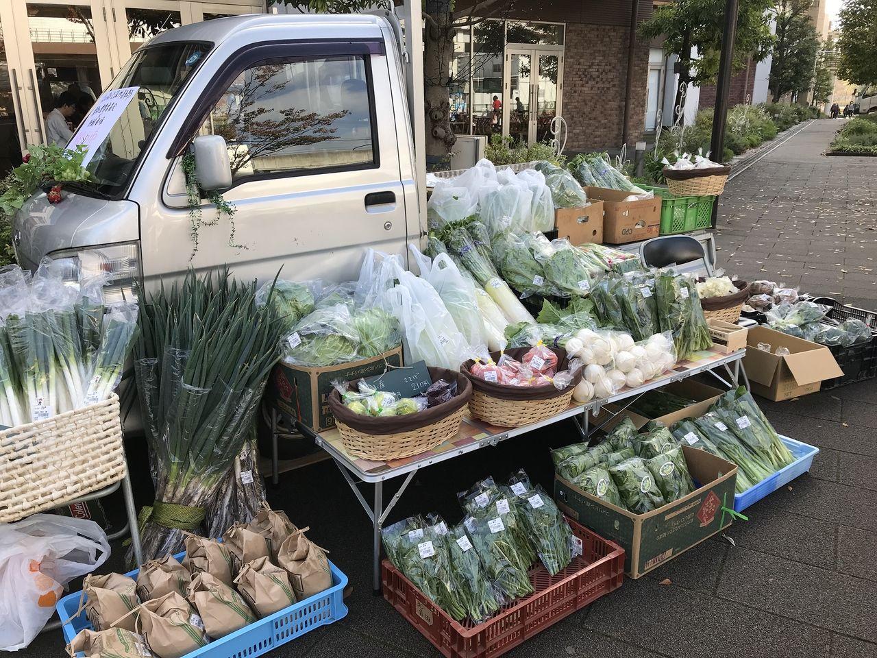 流山市内の地元の新鮮な野菜を販売しました。
