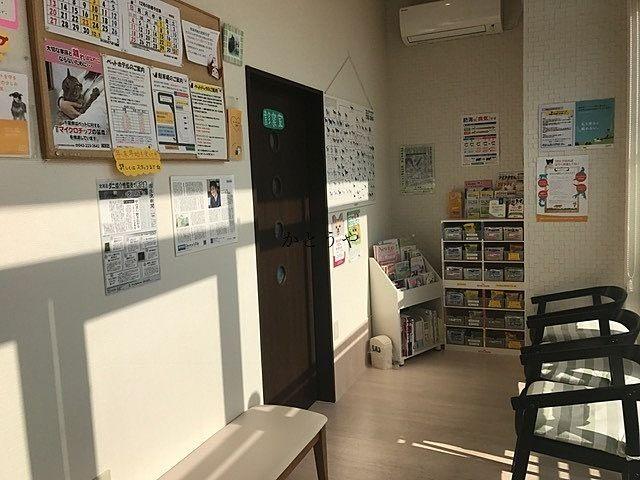 あんなかどうぶつ病院さんの待合室です